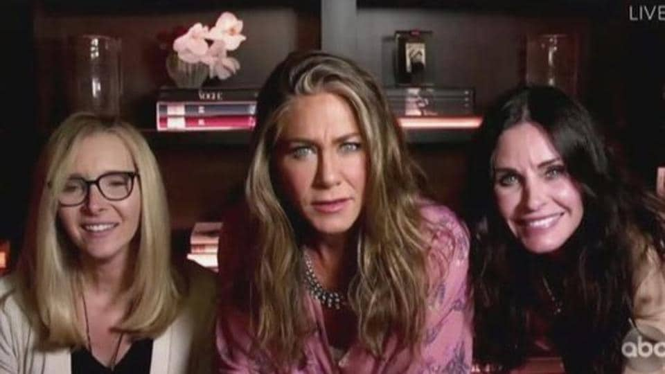 Jennifer Aniston, Courteney Cox and Lisa Kudrow came together for a brief Friends reunion at the 2020 Emmys.