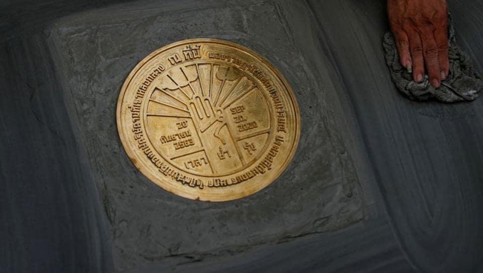 A plaque declaring