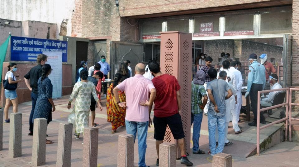 Tourists stand in a queue to buy tickets at the Taj Mahal in Agra on September 21.(ANI)
