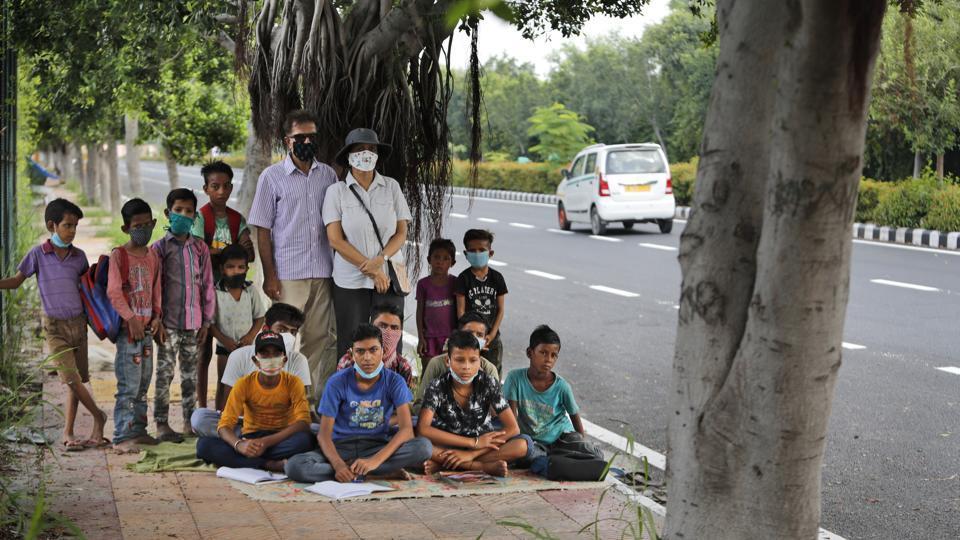 Delhi couple run street-side classes for poor students amid coronavirus