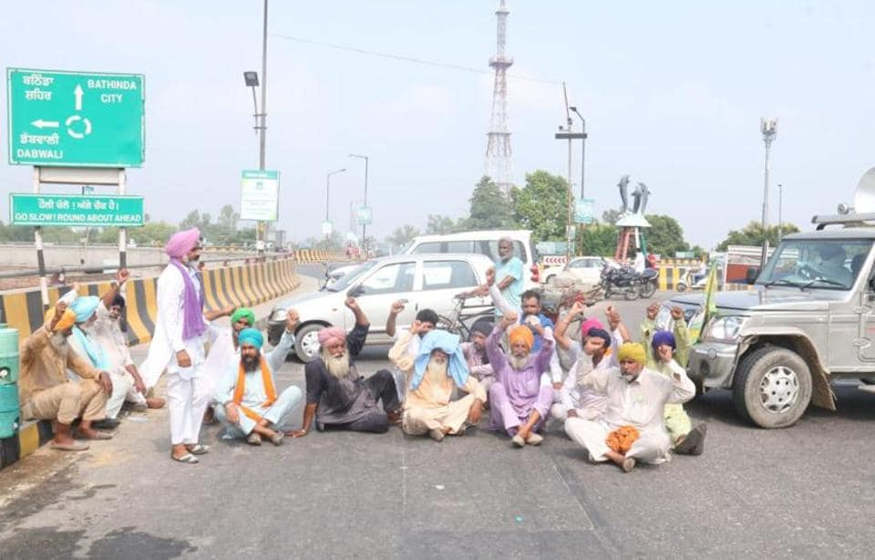 Farmers alleged delayed medical attention to the accident victims and blocked traffic at the busy ITI Chowk, the intersection connecting Bathinda with Haryana and Rajasthan besides Talwandi Sabo and Mansa districts of Punjab on Wednesday.
