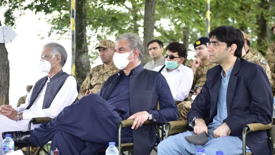 Pakistan's National Security Adviser with foreign minister Shah Mahmood Qureshi at an army briefing during their visit to  the Line of Control in August