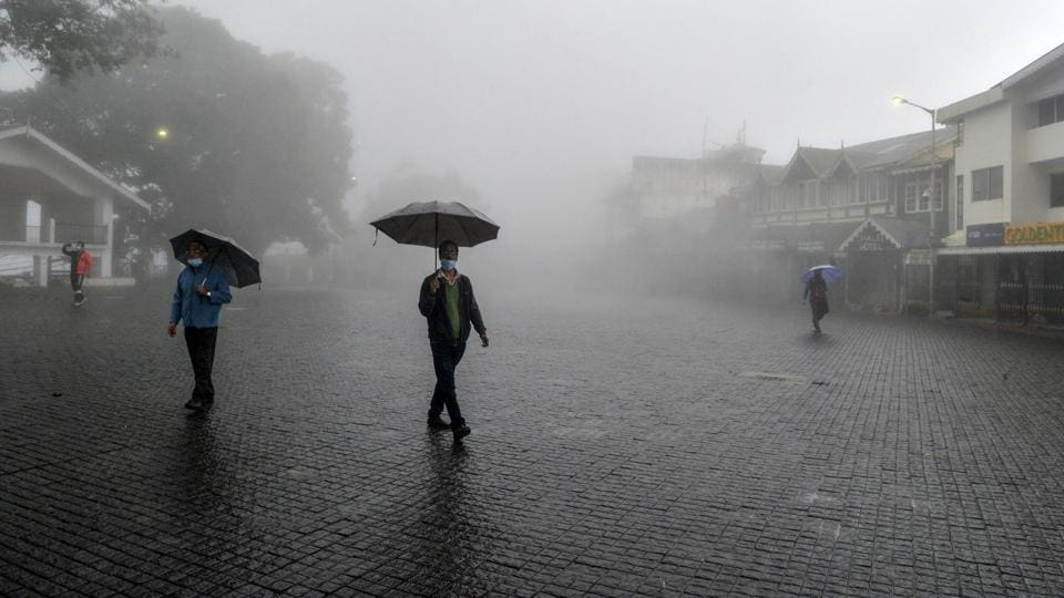 Heavy rains in Darjeeling and Kalimpong could lead to landslides, says the weather department.