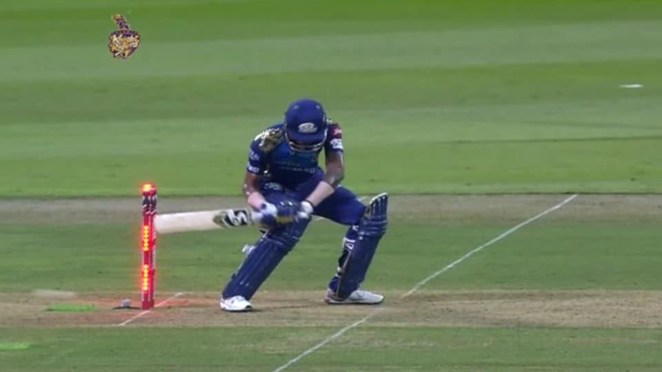 Hardik Pandya gets hit wicket.