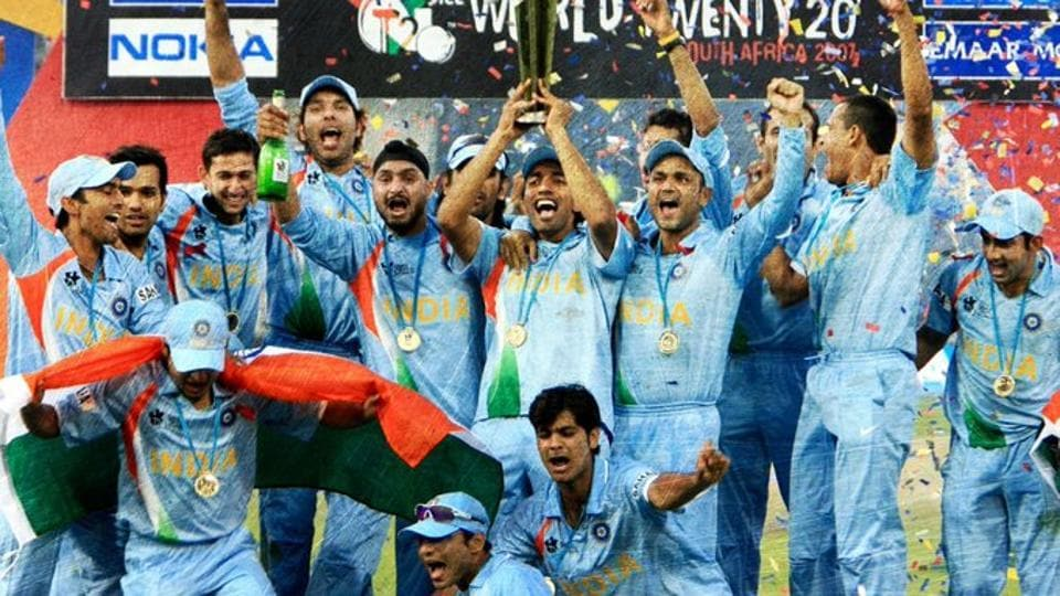 Indian team celebrates after winning the 2007 WT20.