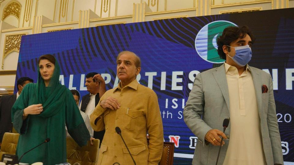 Pakistan opposition leaders Bilawal Bhutto Zardari (R), Shahbaz Sharif (C) and Maryam Nawaz Sharif (L) arrive for press conference at the end of All Parties Conference (APC) in Islamabad on September 20.