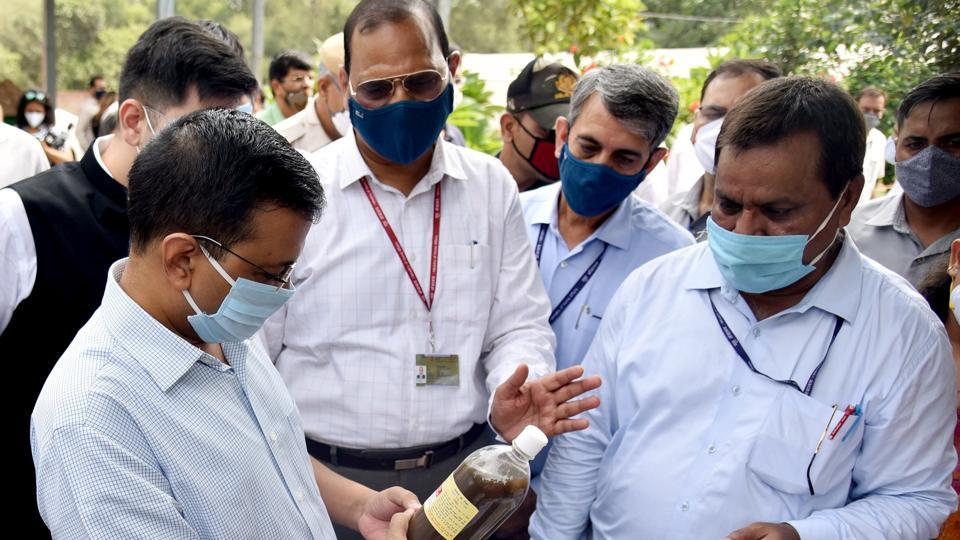 Delhi chief minister Arvind Kejriwal inspects the bio decomposer technique developed by the institute, during his visit to the Indian Agricultural Research Institute, in New Delhi on Thursday.