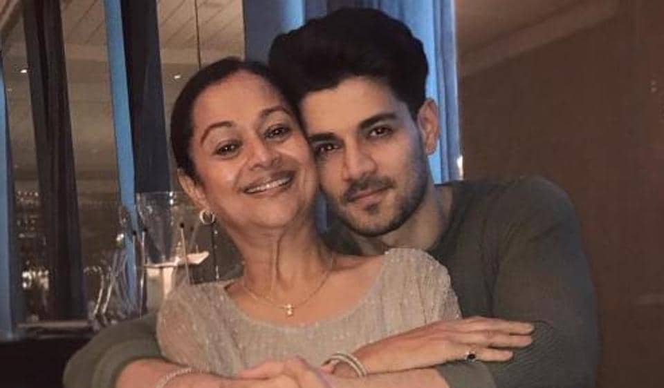 Sooraj Pancholi said that there was no truth to the news of Zarina Wahab being admitted to the hospital again.