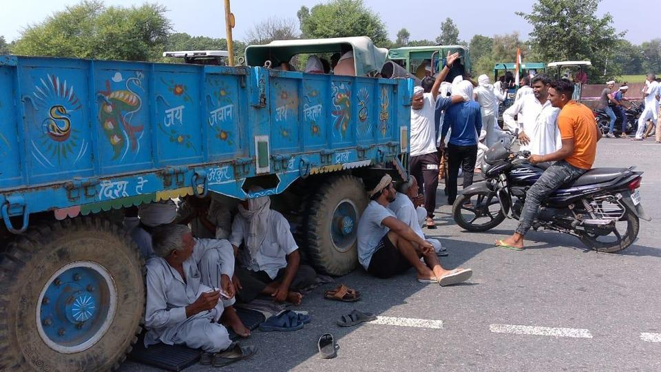 Farmers blocked road by parking tractors on Rohtak-Chandigarh national highway near Brahaman Bass village in Rohtak.