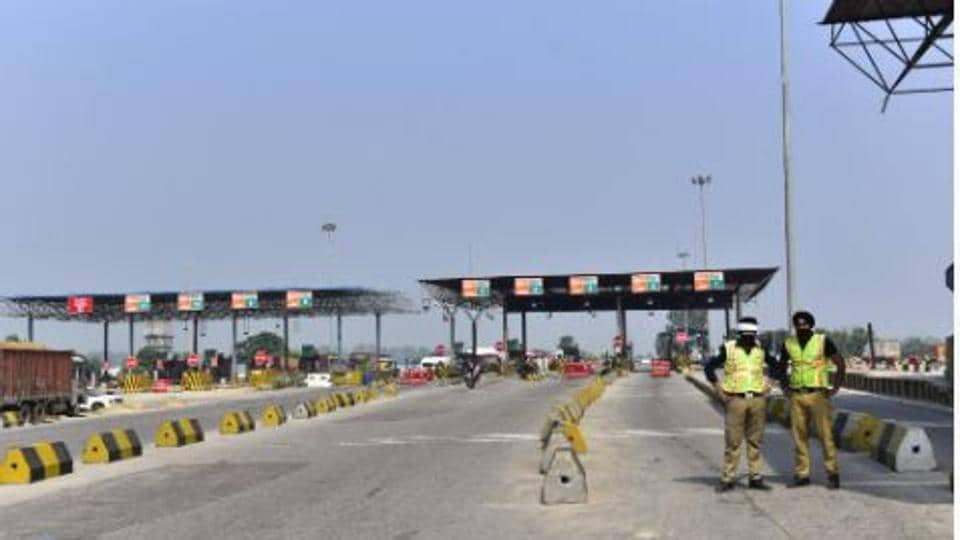 Ladhowal toll plaza wears a deserted look  giving deserted look on Friday. (Photo By Gurpreet Singh/ Hindustan Times)
