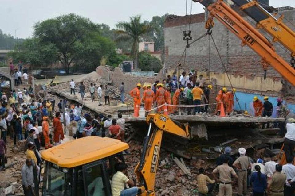 The collapse on Thursday had claimed four lives.