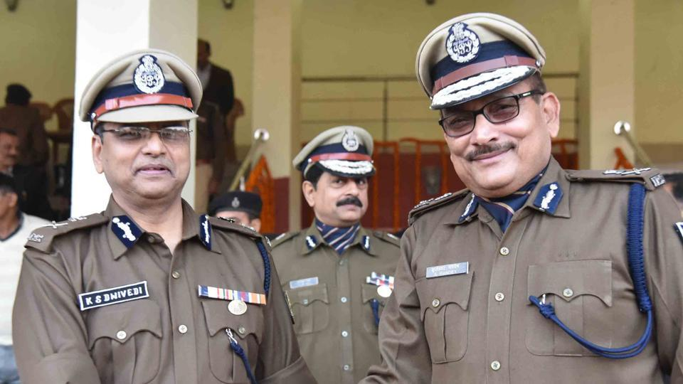 If Gupteshwar Pandey (right) joins the JD(U), he will be the second IPS officer of DG rank after Sunil Kumar to join the party. Kumar retired from service recently.