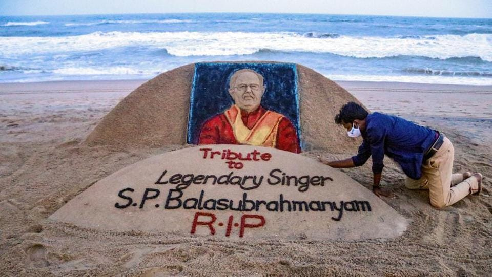 Puri: Sand artist Sudarsan Pattnaik gives final touch to a sand sculpture in memory of legendary singer S P Balasubramanyam, who passed away today, at Puri beach, Friday, Sept. 25, 2020.