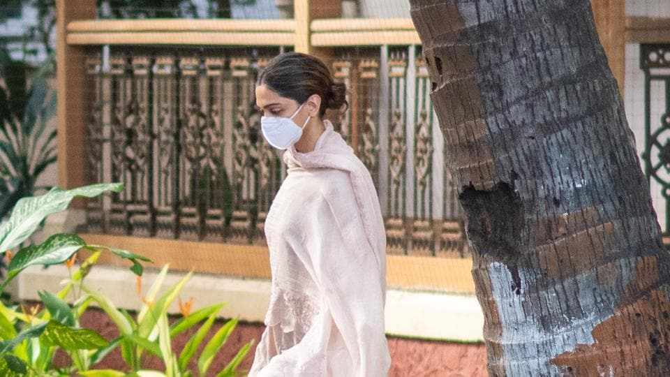 Deepika Padukone leaves from NCB-SIT guest house after enquiry at Colaba in Mumbai.