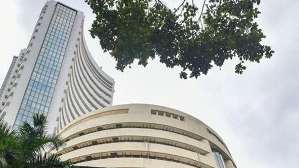The market valuation of HDFC declined by Rs 12,737.66 crore to Rs 2,96,339.09 crore and that of Tata Consultancy Services (TCS) dived Rs 10,675.53 crore to reach Rs 9,08,940.15 crore.