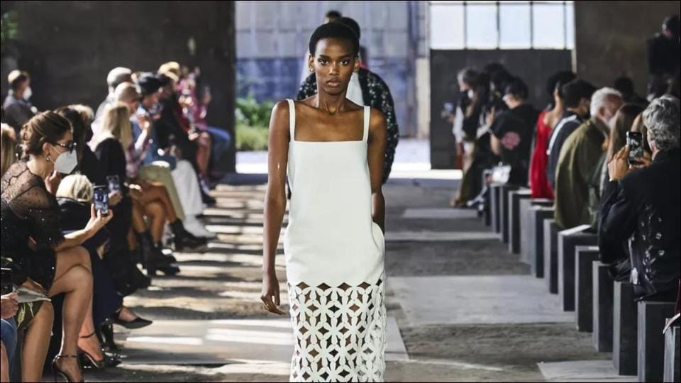 Milan Fashion Week Valentino Draws The Curtains On Spring Summer 2021 Collection With Rare Live Catwalk Amid Covid 19 Fashion And Trends Hindustan Times