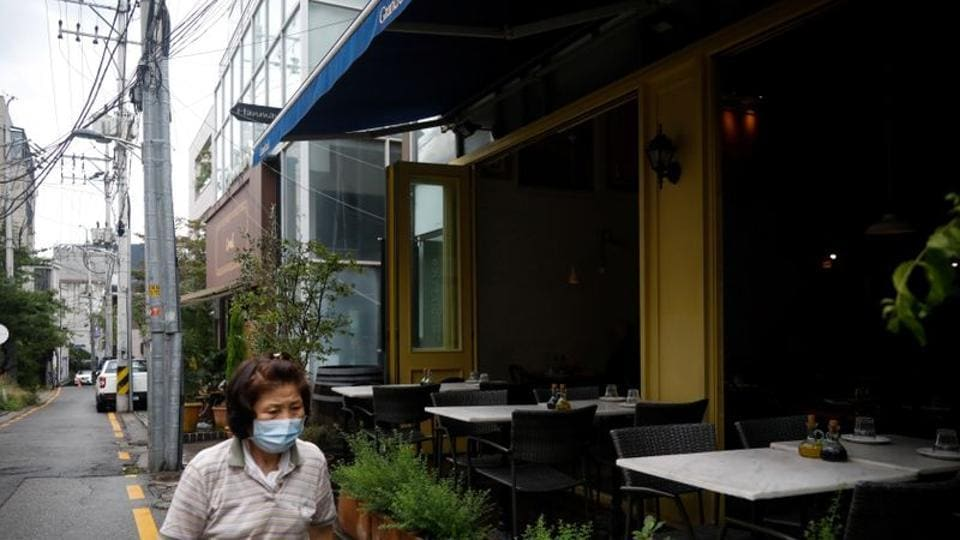 FILE PHOTO: A general view of an empty restaurant during a lunch hour amid the coronavirus disease (Covid-19) pandemic in Seoul, South Korea, August 27, 2020. REUTERS/Kim Hong-Ji