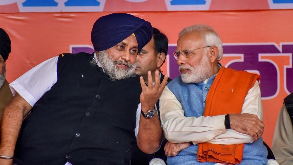 Prime Minister Narendra Modi with Shiromani Akali Dal President Sukhbir Singh Badal in Gurdaspur on January 3, 2019.