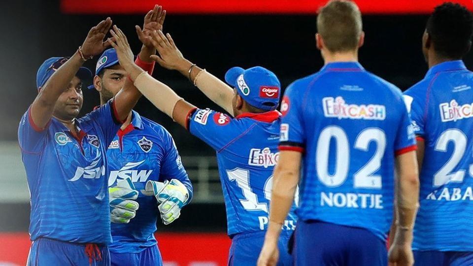 IPL2020 DC vs SRH:Delhi Capitals players celebrate a wicket.