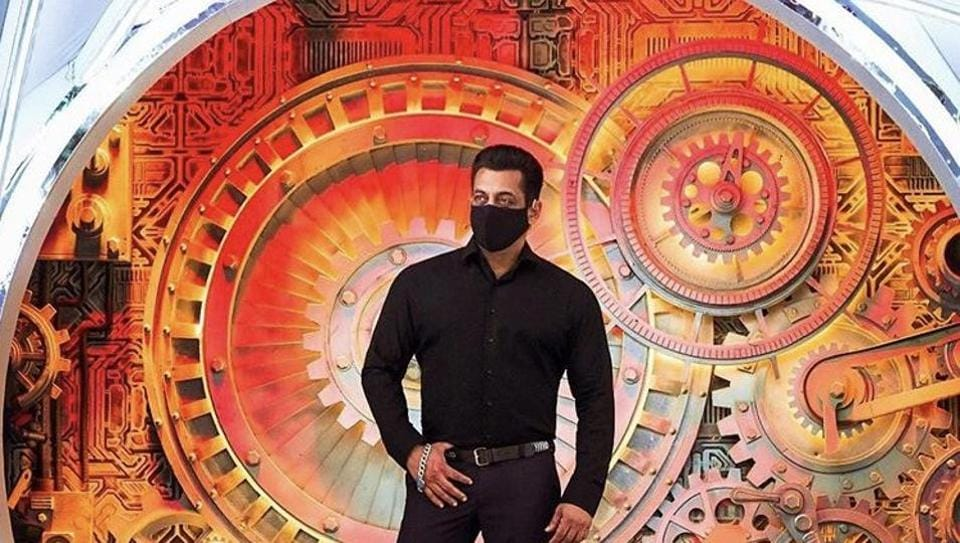 Salman Khan is seen wearing a mask in the new Bigg Boss picture.