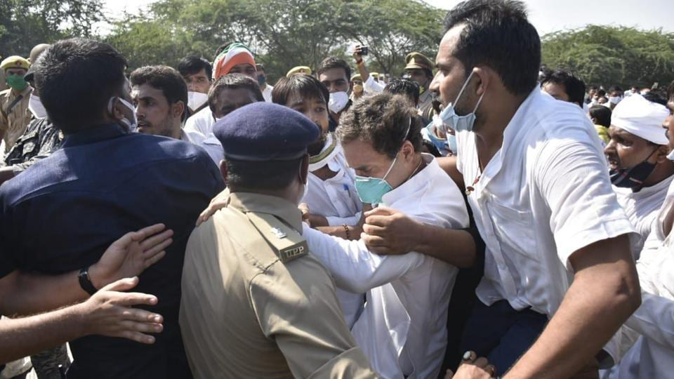 The Gandhis and other Congress leaders were first stopped at Greater Noida on the Yamuna Expressway and later detained when they started walking towards Hathras. (HT Photo)