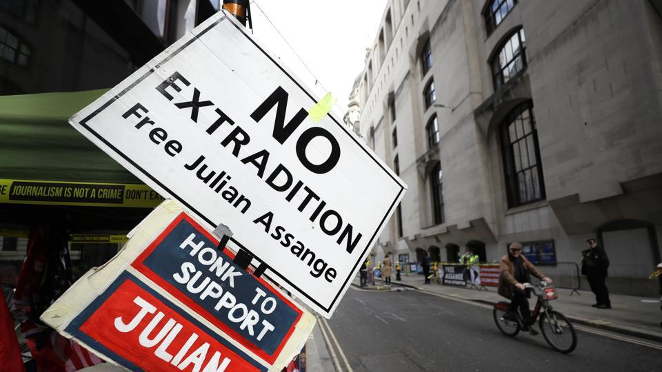UK judge to give Julian Assange's US extradition verdict early next year