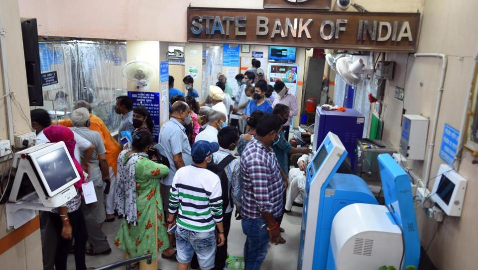 People at a State Bank of India branch in New Delhi (Photo by Raj K Raj/ Hindustan Times)