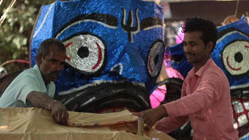 A file photo of craftsmen making effigies of Ravana for Dussehra at Titarpur Village, near Tagore Garden.