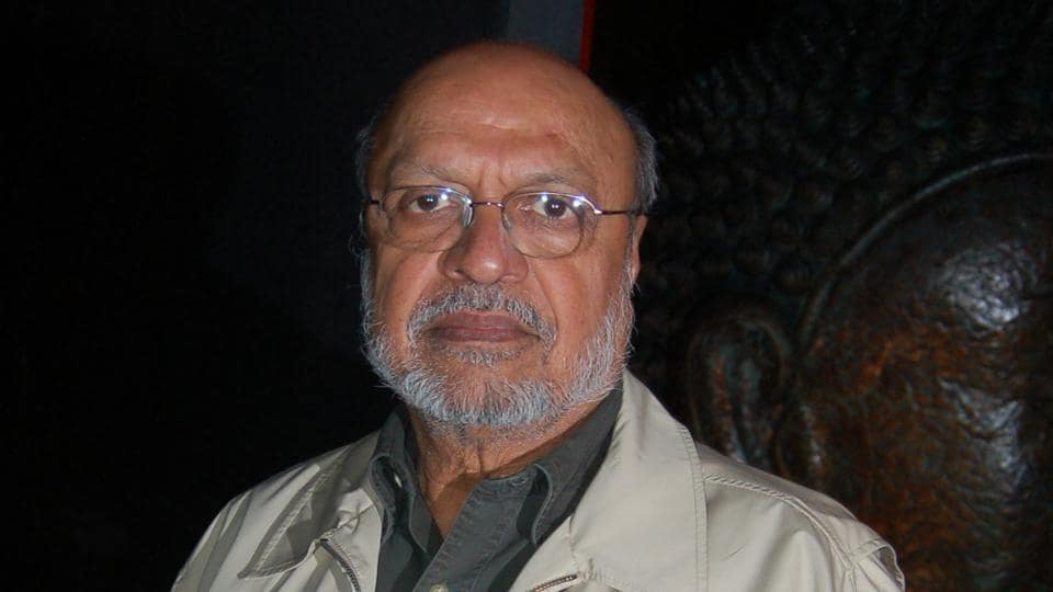 FilmmakerShyam Benegal feels people should not expect the film industry to become some kind of paragons of virtue