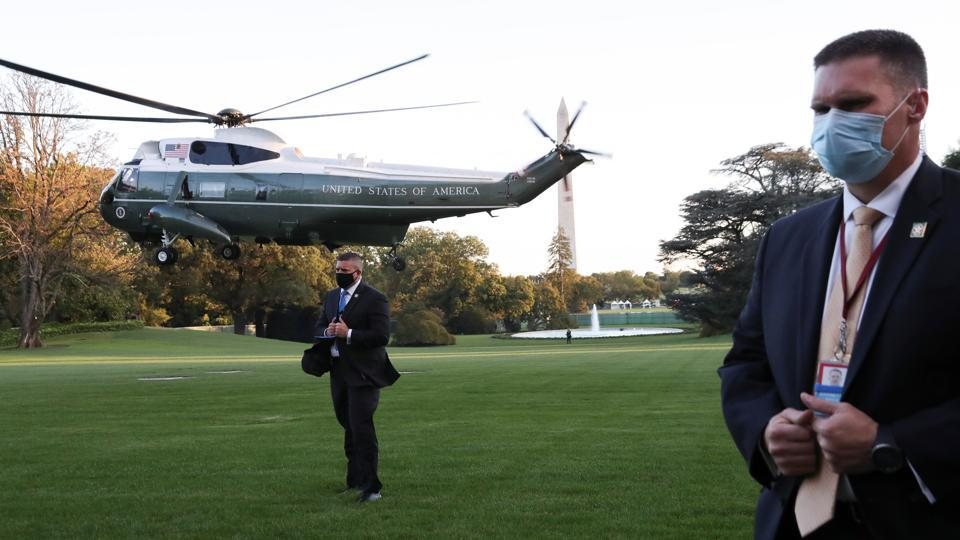"US Secret Service agents stand at their posts as the Marine One helicopter with US President Donald Trump on-board lifts off to depart for Walter Reed National Military Medical Center, at the White House in Washington, DC on October 2. Trump tweeted on October 2 that he and the first lady had tested positive for the virus, also adding ""will begin our quarantine and recovery process immediately."" (Leah Millis / REUTERS)"