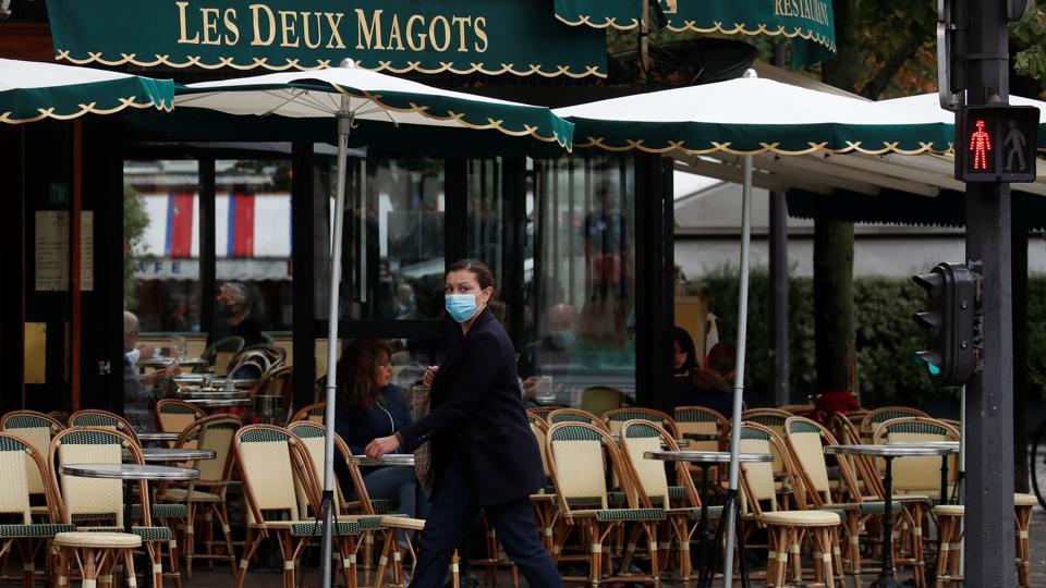 Paris shuts bars to brake Covid-19 spread