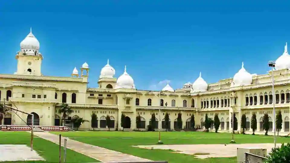 Lucknow University (LU).