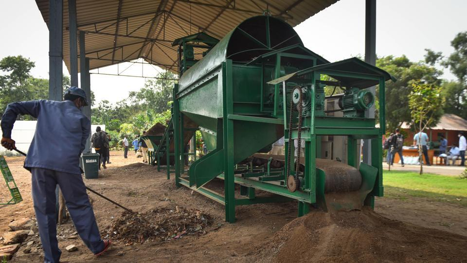 The Indian Agricultural Research Institute (IARI), Pusa, Delhi has developed a decomposer capsule, which could be converted into a liquid solution and sprayed on fields with crop stubble.