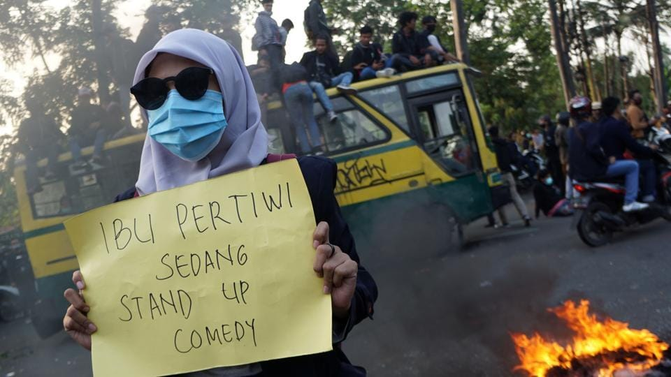 "A student holds a that reads ""the motherland is on stand up comedy,"" in Tangerang on October 7. The new Job Creation Law, which was approved October 5, is expected to bring radical changes to Indonesia's labour system and natural resources management. It amended 79 previous laws, including the Labour Law, the Spatial Planning Law and Environmental Management Law. (Fajrin Raharjo / AFP)"
