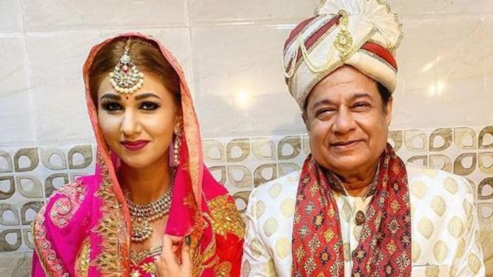 Jasleen Matharu shared pictures with Anup Jalota on Instagram.