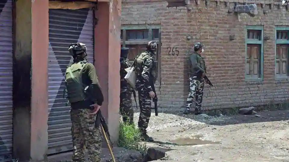 Army jawans take positions during an encounter with the terrorists in the Kangan area of Pulwama district of south Kashmir.