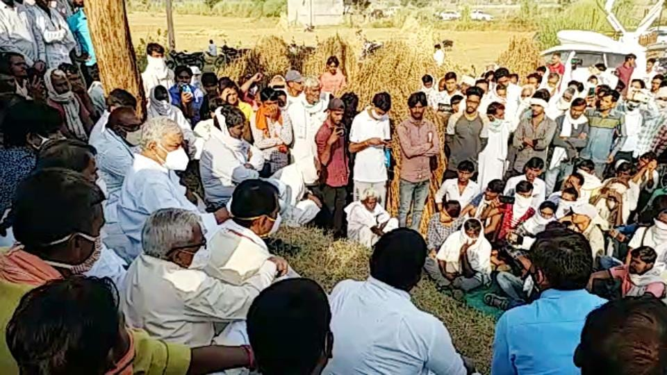 Rajasthan: People sitting on a protest after the death of a priest in Karauli.