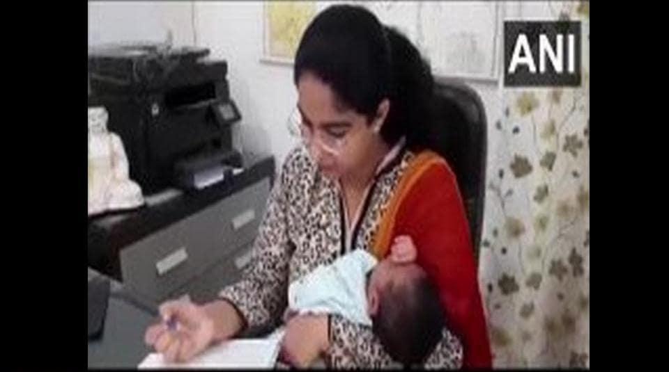 Saumya Pandey with her daughter.