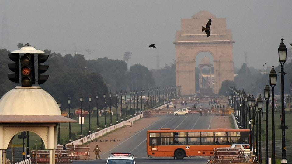 AQI enters red zone, all eyes on farm fires - Hindustan Times