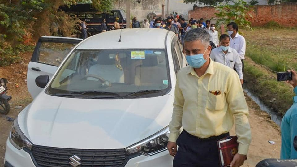 CBI officials arrive to investigate the case of a 19-year-old Dalit woman who died after being allegedly gang-raped, inHathras, Uttar Pradesh.
