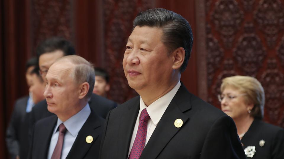 Russia's President Vladimir Putin (L) and Chinese President Xi Jinping