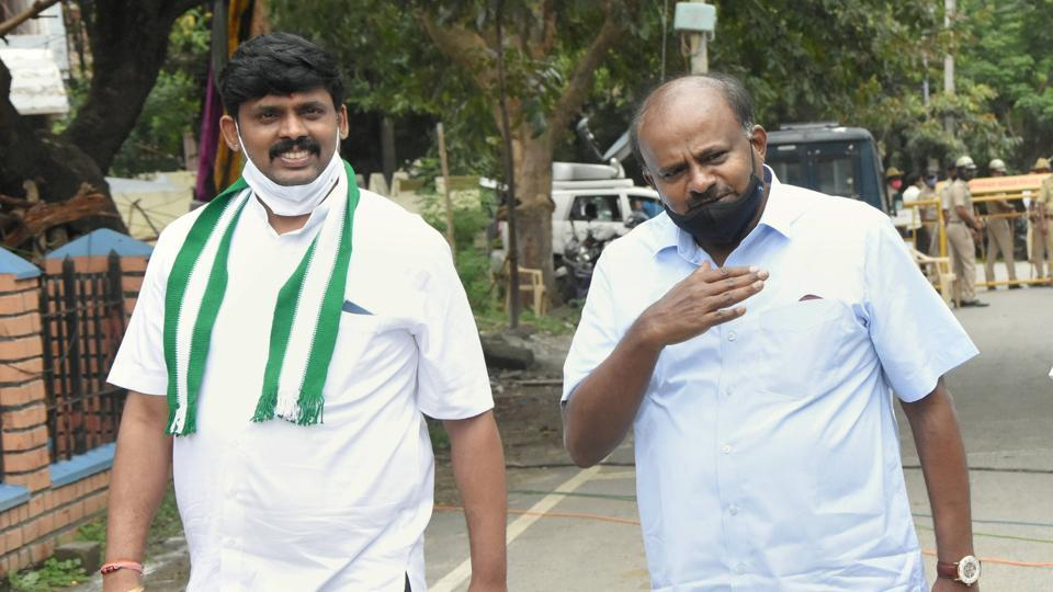 JD(S) candidate for Rajarajeshwari Nagar constituency V Krishnamurthy (left) along with former chief minister H D Kumaraswamy arrives to file nomination papers for bypolls, in Bengaluru on Wednesday.
