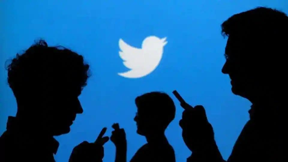 Many users reported Twitter outage.