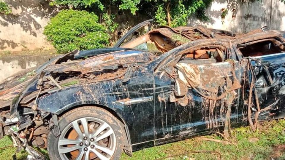 The luxury car was badly crushed by the impact of the accident.