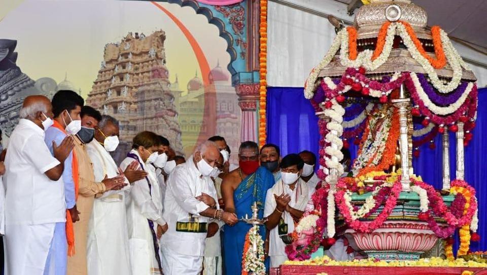 CM B S Yediyurappa and director of Jayadeva institute of cardiology Dr C N Manjunath inaugurating the Mysuru Dusshera