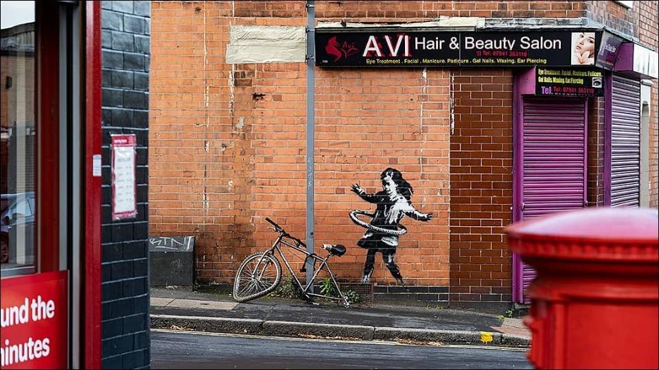 Secret graffiti artist 'Banksy' claims artwork of hula-hooping girl on Nottingham wall