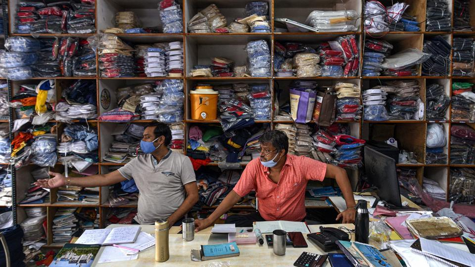 This week, shopkeepers will be urged to inspect their shops and surroundings for stagnant water every Sunday for 10 minutes, and drain it away to prevent the breeding of dengue mosquitoes, the Delhi government said in a statement.
