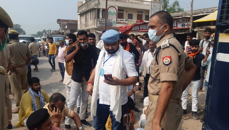 Police stopped the Karni Sena group which was on its way to Ballai in Azamgarh to extend support to BJPMLA Surendra accused and a murder accused Dhirendra Pratap Singh.
