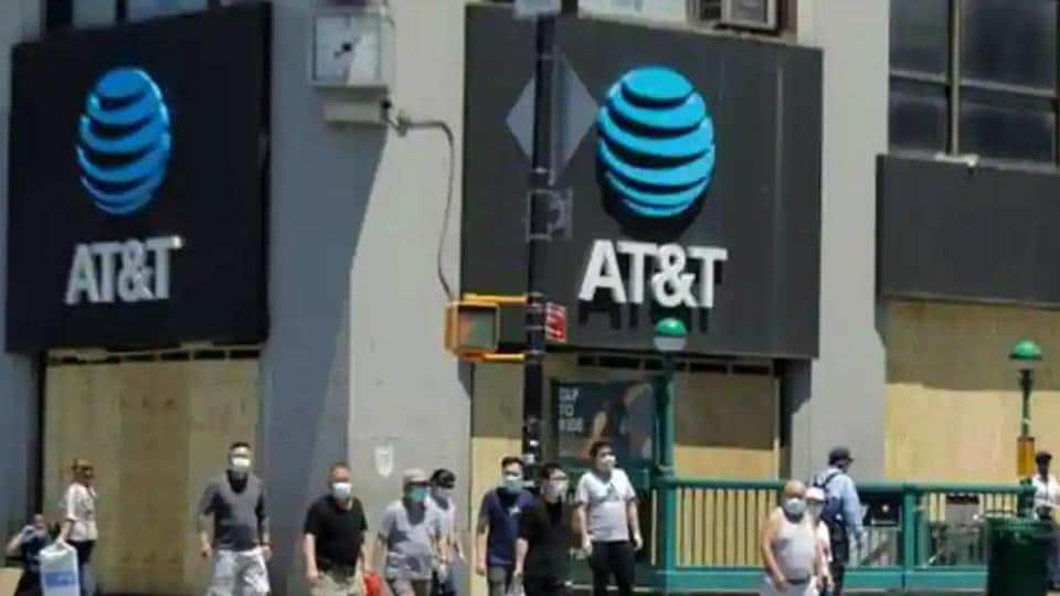 US telecom companies dial Indian smartphonemakers