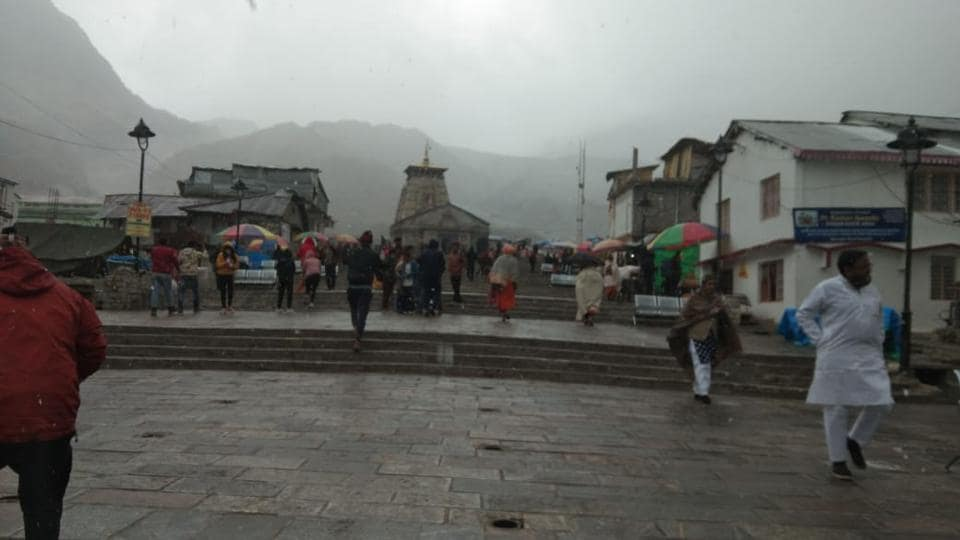 Despite the cold weather, devotees have continued to visit the Kedarnath shrine.